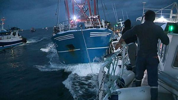 ویدئوی زد و خورد کشتیهای ماهیگیری فرانسوی و بریتانیایی