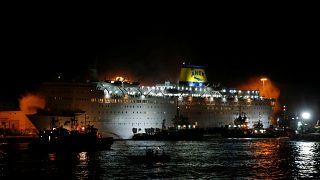 Pánico a bordo de un ferry griego en llamas