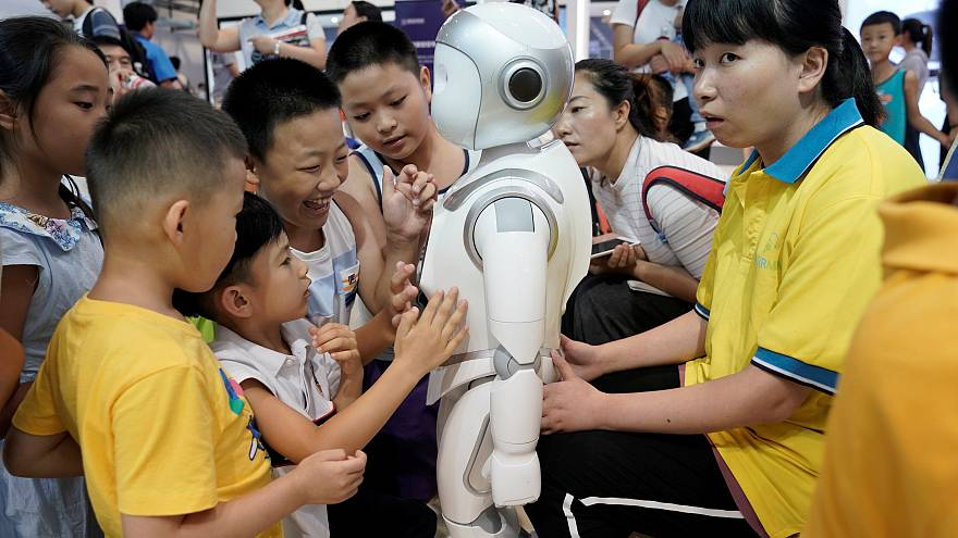 Çin'de anaokulu öğrencilerine hikayeler anlatan eğitimci robot Keeko ders başı yaptı