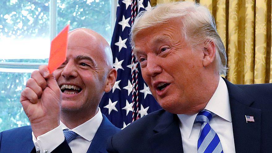 Trump recebe FIFA e mostra cartão vermelho a jornalistas