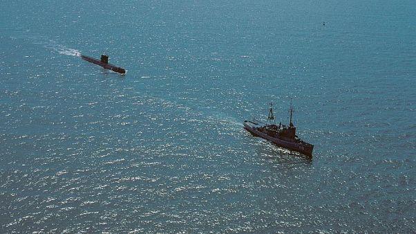 روسيا تعزز أسطولها قبالة شواطئ سوريا.. والحرب الكلامية تستعر بين موسكو وواشنطن