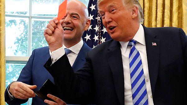 Fifa: Infantino incontra Trump, tra risate e gag con i giornalisti