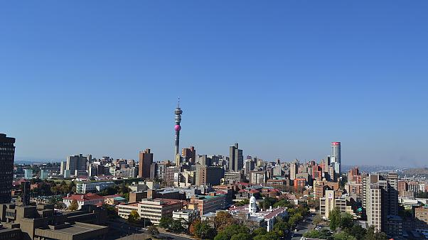 إعادة فتح مركز تجاري في جنوب أفريقيا بعد إخلائه بسبب تهديد بوجود قنبلة