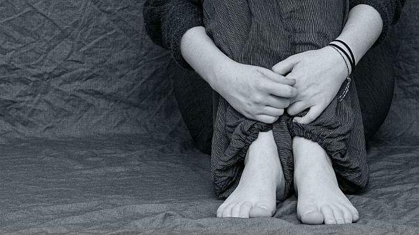 بیش از یک پنجم از دختران ۱۴ سالۀ بریتانیا اقدام به خودزنی کردهاند
