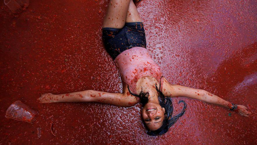 Tomatina: Cool oder eklig? 10 Fotos von der Tomatenschlacht