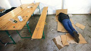 یک پناهجو در دفتر امور اجتماعی دولت فدرال آلمان