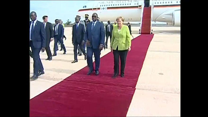 Merkel in Westafrika: Migration und Wirtschaft