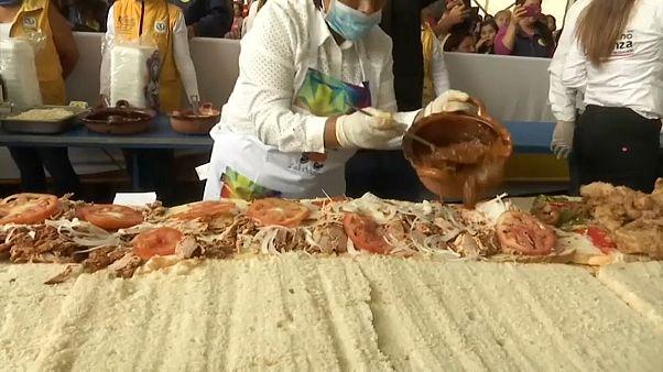 شاهد: شطيرة بطول 70 متراً في مهرجان للطعام بالمكسيك