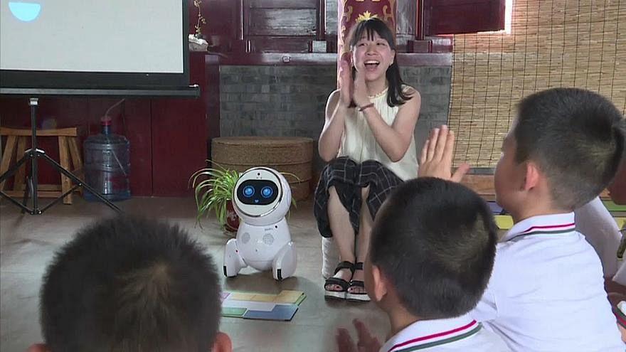 В Китае учителей начали заменять на роботов