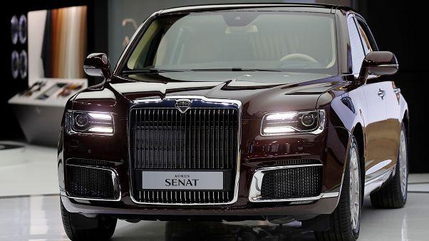 سيارة (أوروس سينات) معروضة في معرض موسكو للسيارات