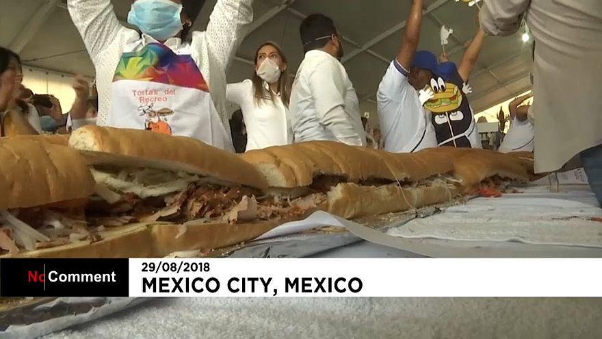 70-метровый сэндвич приготовили в Мехико