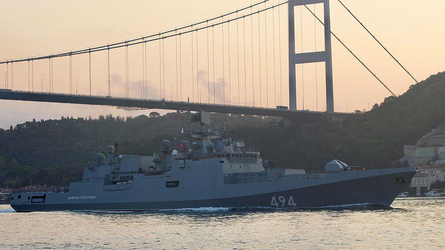 الفرقاطة الروسية الأميرال جريجوروفيتش تعبر مضيق البوسفور متجهة إلى المتوسط