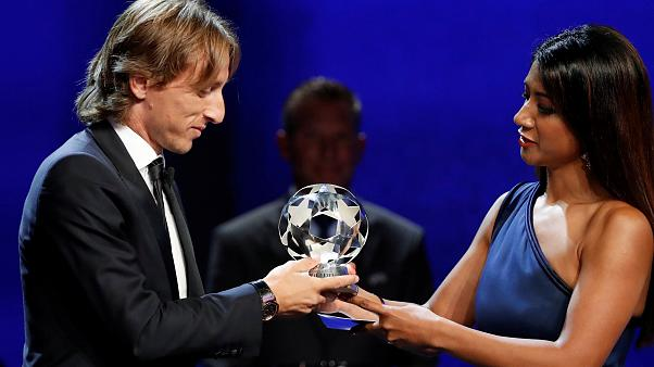 الكرواتي مودريتش يتفوق على صلاح ورونالدو ويفوز بجائزة أفضل لاعب في أوروبا