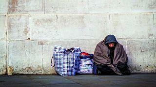 مرد بیخانمان از زوجی که برای او ۴۰۳ هزار دلار جمع کرده بودند شکایت کرد