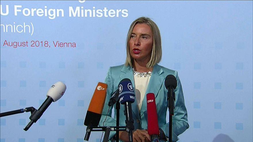 إيطاليا تقترح فتح موانئ أوروبية للمهاجرين في اجتماع النمسا وموغيريني ترفض