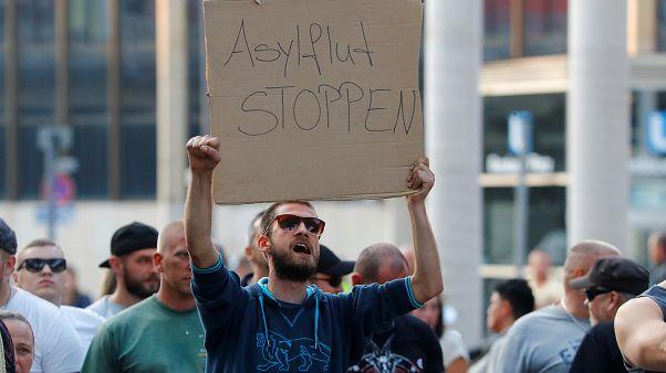 """""""Chemnitz, wir müssen reden"""" - Bürgerdialog und 1.000 rechtsextreme Demonstranten"""