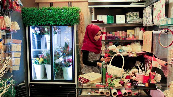"""بعد جلاء """"داعش""""...متجر في الموصل لبيع الزهور"""