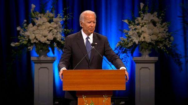 Joe Biden würdigt John McCain