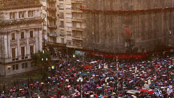 Протесты на фоне финансового кризиса