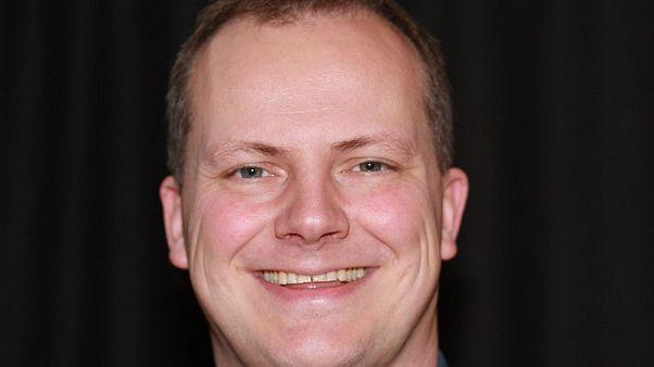 وزير نرويجي يستقيل لأجل عيون زوجته الطبيبة فما السبب؟