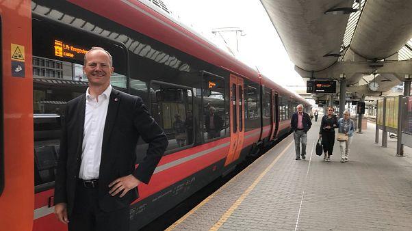 Norveçli bakan doktor eşinin kariyeri için istifa etti