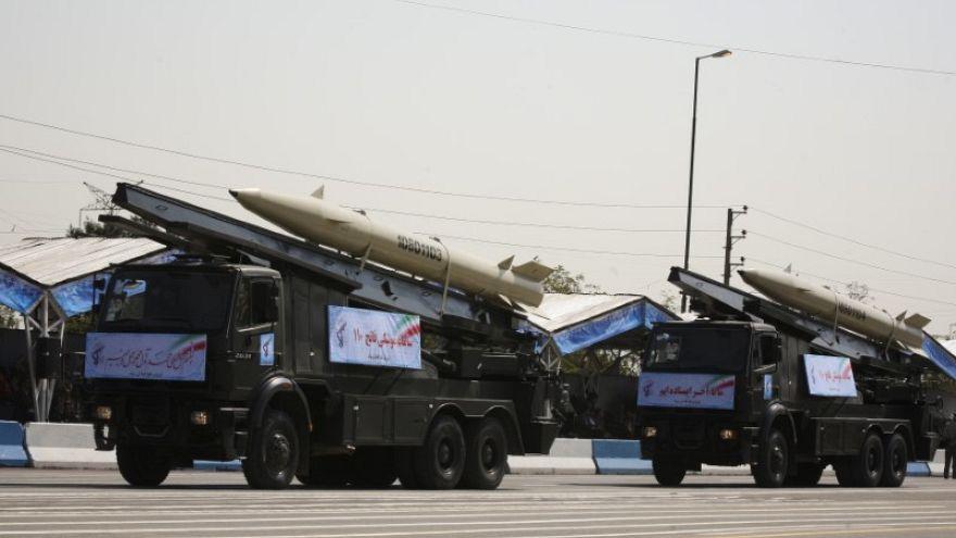 إيران تنقل صواريخ  إلى العراق قادرة على الوصول إلى الرياض وتل أبيب