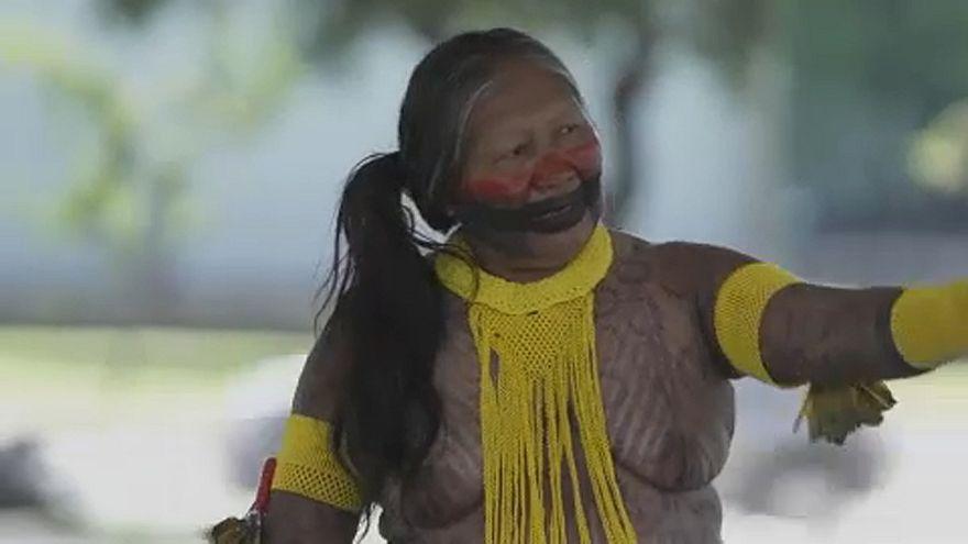 A Facebook az őslakosok fedetlen melleit sem tűri