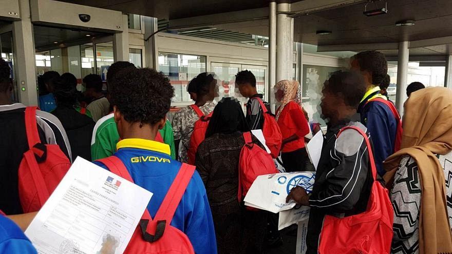 """Rund 60 """"Aquarius""""-Flüchtlinge in Frankreich angekommen"""