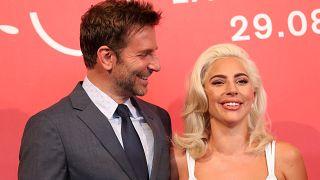 Le couple Cooper-Gaga séduit la Mostra