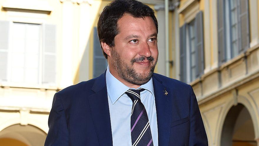 Túszejtés és hivatali visszaélés miatt indítanának pert az olasz belügyminiszter ellen