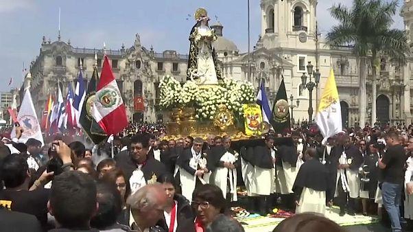 Perulular Santa Roza'nın anısına toplandı