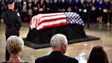 Último adiós en el Capitoliao a McCain sin Donald Trump
