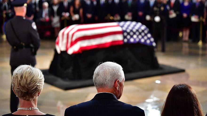 McCain homenageado no Capitólio
