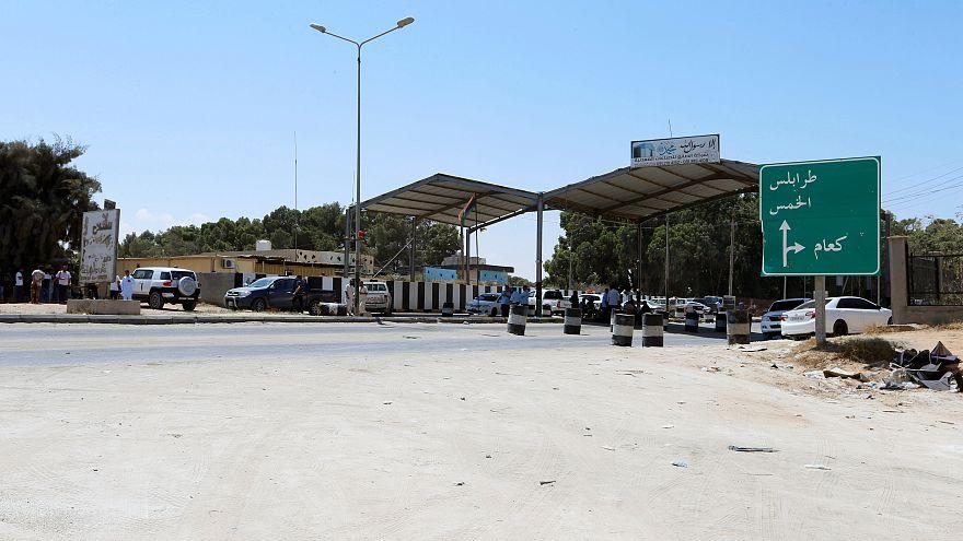السلطات الليبية تغلق مطار طرابلس بعد استهدافه بالصواريخ
