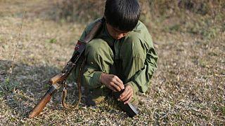 هفتاد و پنج کودک سرباز در میانمار به زندگی عادی برگشتند