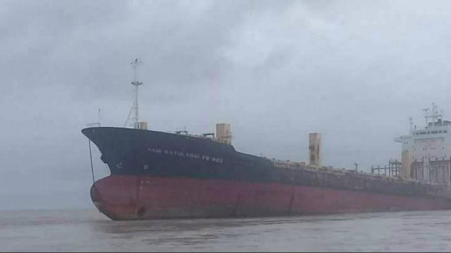 کشتی باربری سرگردان خالی از خدمه در ساحل میانمار