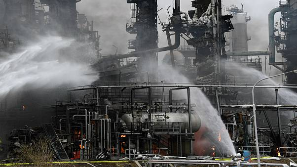 Al menos diez heridos y 1800 evacuados tras una explosión en una refinería al sur de Alemania