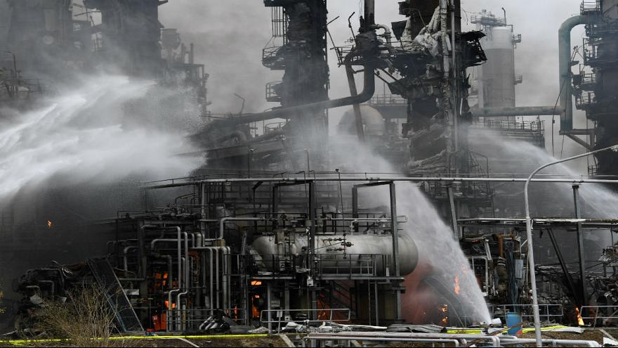 Eight injured in German oil refinery explosion