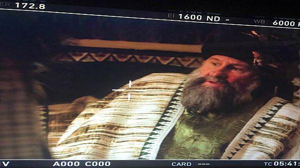 الممثل الفرنسي جيرار ديبارديو أثناء تصوير فيلم أحمد باي في الجزائر