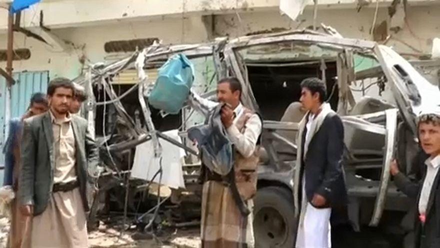 """Szaúdi koalíció: """"tévedés"""" volt a jemeni iskolabusz lebombázása"""