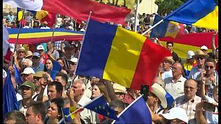 Miles de moldavos piden la reunificación con Rumanía