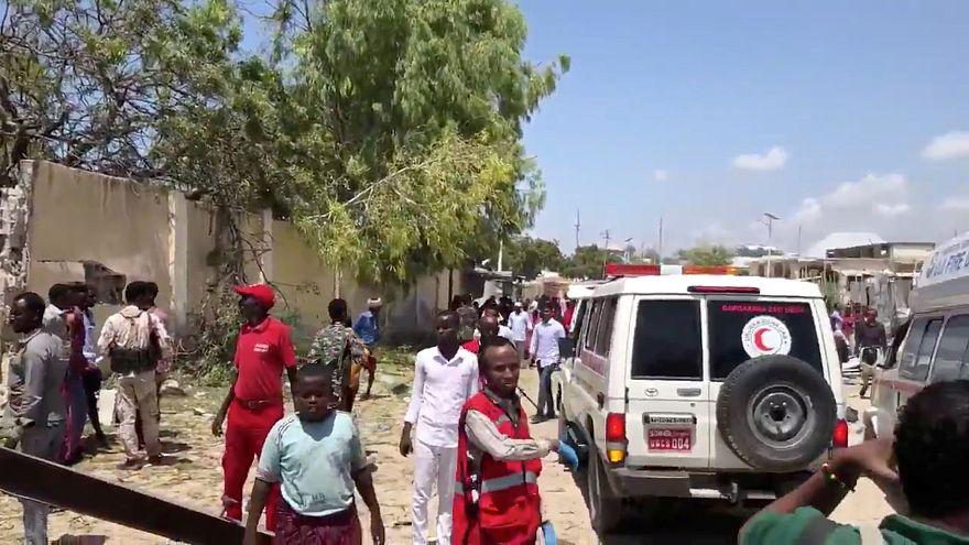 ثلاثة قتلى على الأقل في هجوم انتحاري بسيارة ملغومة هز مقرا حكوميا في العاصمة الصومالية مقديشو