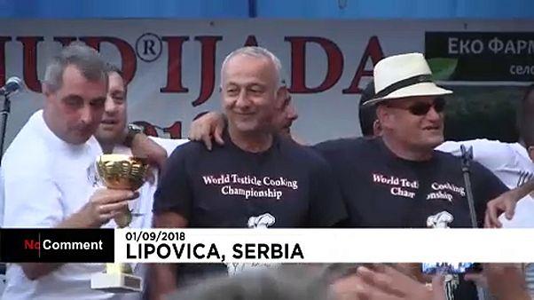 Sırbistan'da testis yemekleri festivali lezzet yarışına dönüştü