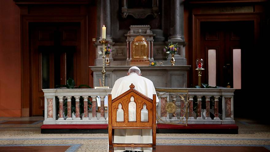 البابا فرنسيس بابا الفاتيكان في عاصمة أيرلندا دبلن يوم السبت.