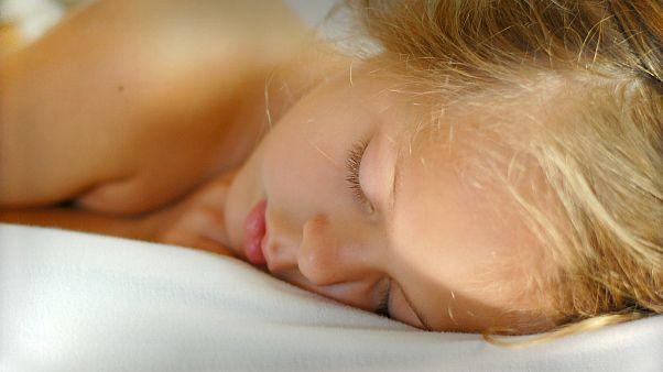 دراسة: ليلة بدون نوم تعني مزيدا من الشحوم في جسدك