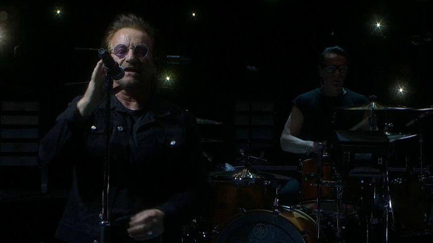 Bono se queda sin voz en pleno concierto de U2 en Berlín