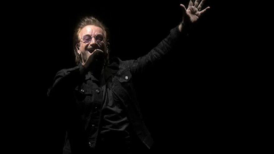 A színpadon ment el Bono hangja