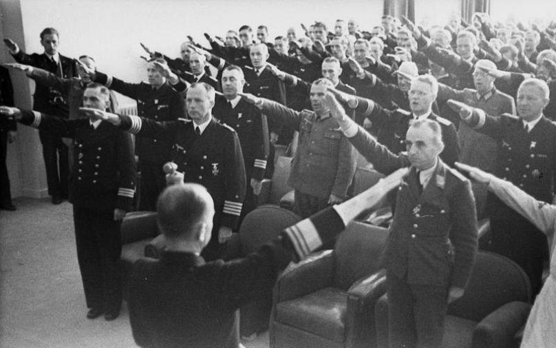 Almanyada Nazi Selamı Veren Iki Polis Hakkında Soruşturma Euronews