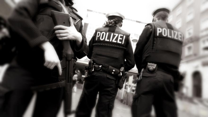 Almanya'da Nazi selamı veren iki polis hakkında soruşturma
