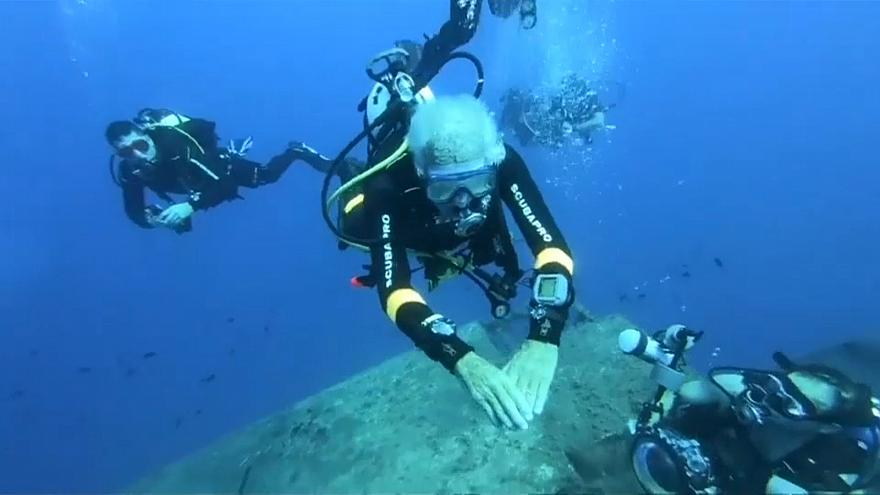 World's oldest diver breaks his own record зурган илэрцүүд